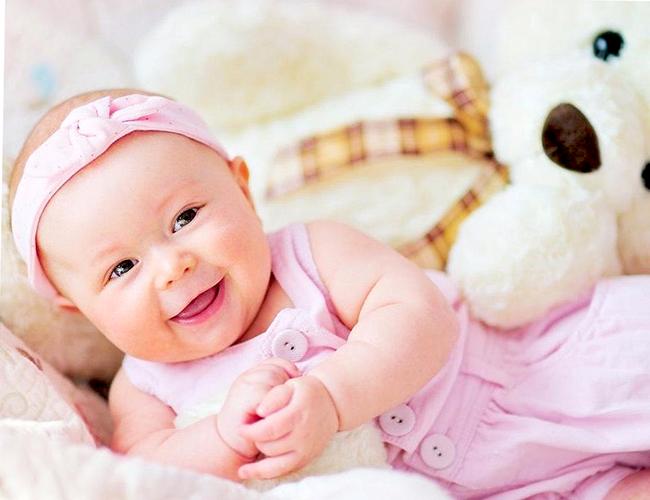 Уход и гигиена за новорожденной