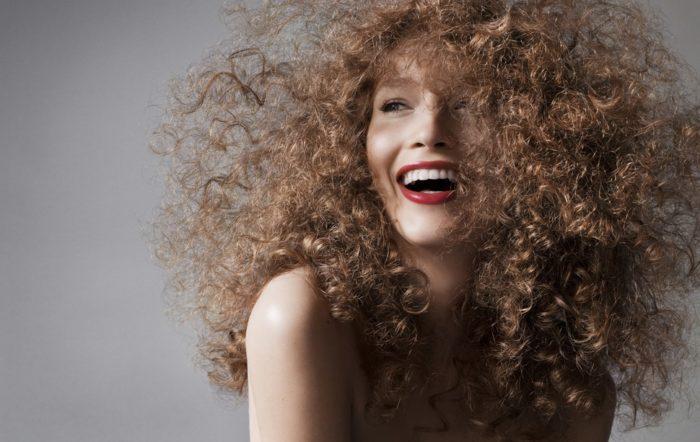Как вылечить сухие кудрявые волосы thumbnail